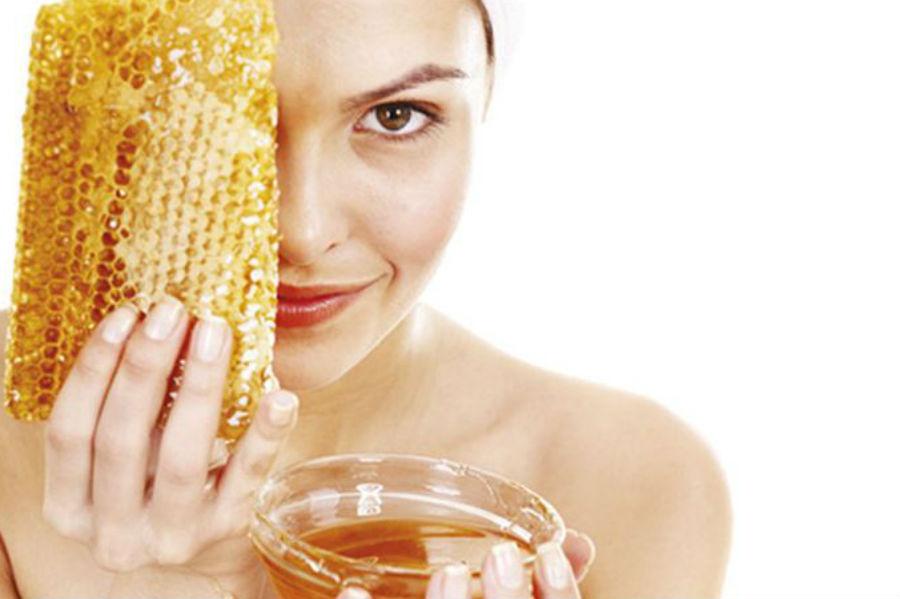 Μάσκα προσώπου για ξηρό δέρμα με βούτυρο και μέλι