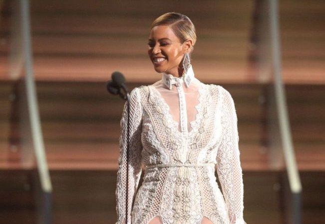 Το Εντυπωσιακό νυφικό της Beyoncé σε βικτωριανό στιλ για την ανανέωση των όρκων της με τον Jay-Z