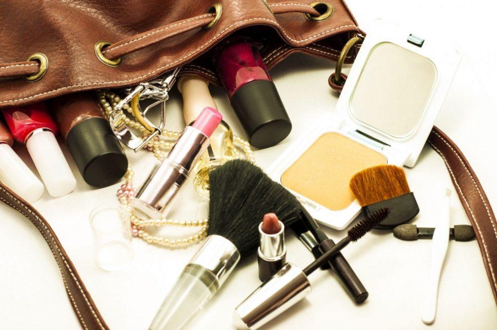 Γυναικεία τσάντα - Τι πρέπει να έχει μια γυναίκα στην τσάντα της