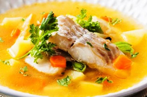Κακαβιά . Η κακαβιά είναι κατ' εξοχήν ελληνικό φαγητό και παρασκευάζεται συνήθως στα νησιά και στα παραθαλάσσια μέρη.