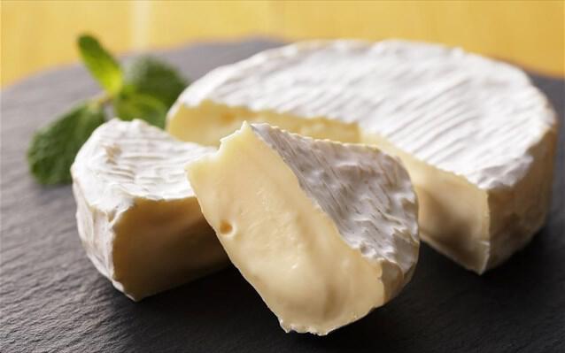 Το Καμαμπέρ (γαλ. Camembert de Normandie AOC)