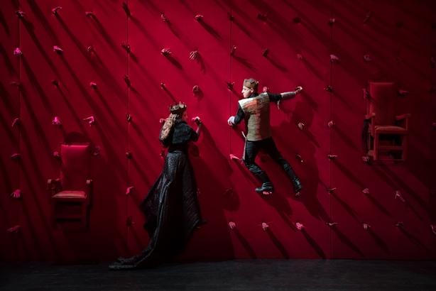 Μένουμε σπίτι: online οι παραστάσεις του Εθνικού Θεάτρου