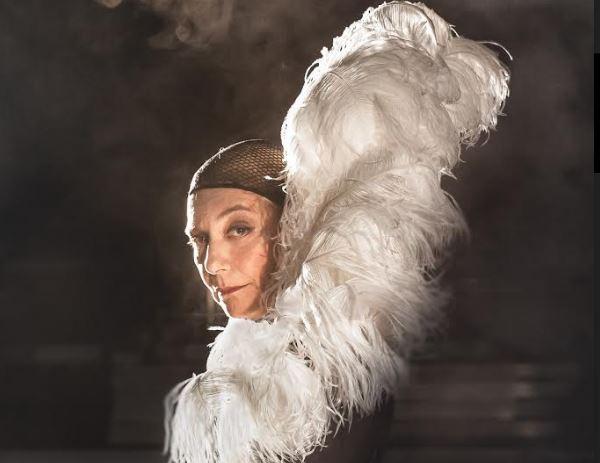 «Έξι φορές»: Αφιέρωμα στην Έλλη Λαμπέτη σε σκηνοθεσία Γιώργου Νανούρη