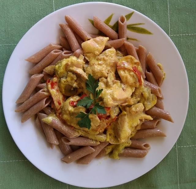 Μακαρόνια ολικής αλέσεως από δίκοκκο σιτάρι με λευκή σάλτσα κρέμας κοτόπουλου