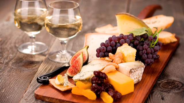 Ποικιλία μεζέδων για λευκό κρασί